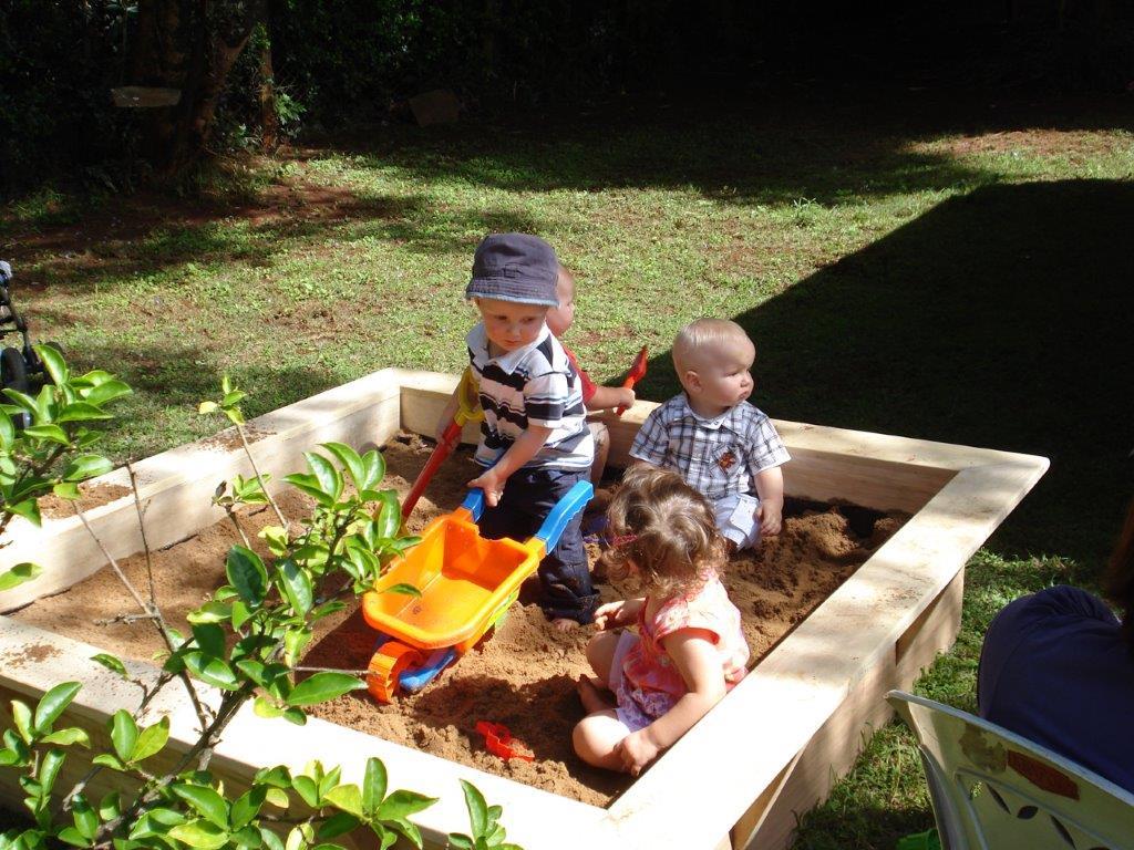 15-11-08 met Hessel en Poppy in mn nieuwe zandbak